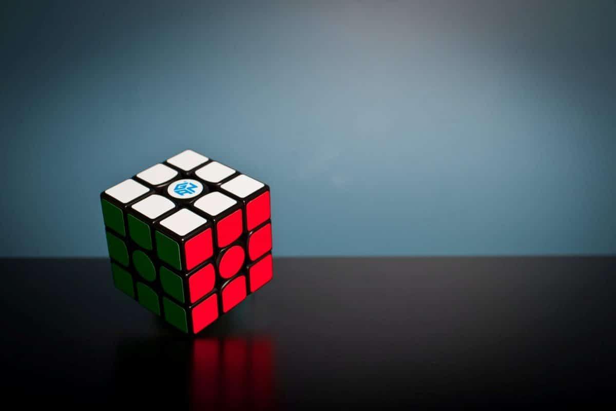 Rubrix cube to illustrate recruitment idea 10, organize a competition.